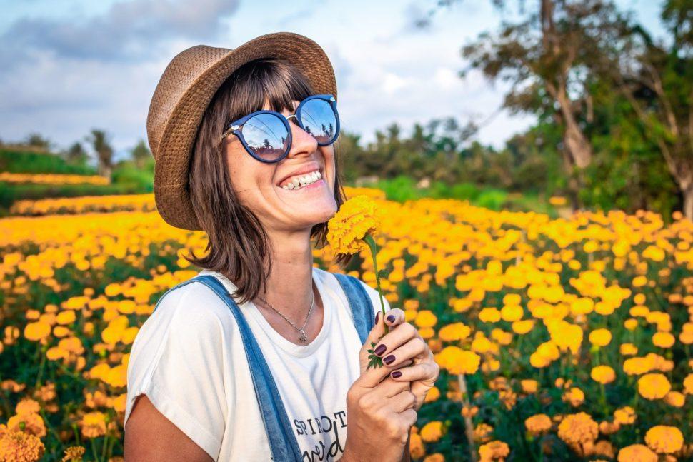 Usmievavá žena luke